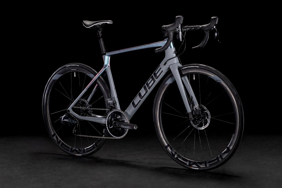 Perché le bici di alto livello sono in fibra di carbonio?